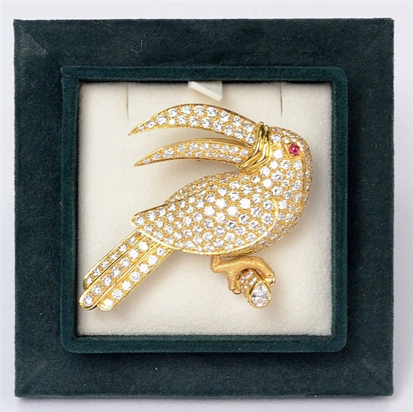 18K Yellow Gold Diamond Toucan Form Brooch